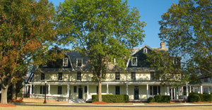 Holly Tree Inn (757.727.5261)