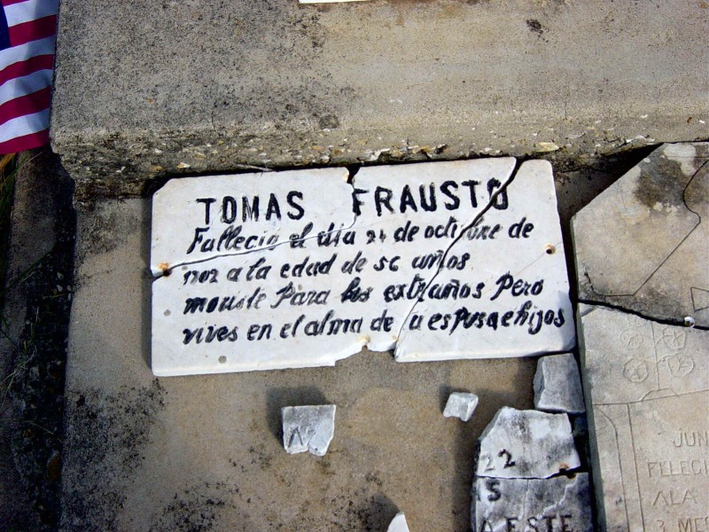 ORIGINAL STONE - Translation: Tomas Frausto died the 24 of Oct. of 1902, at 56 years of age. Dead to strangers but you live in the hearts of your sons.